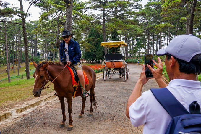 Riding a horse in Dalat city