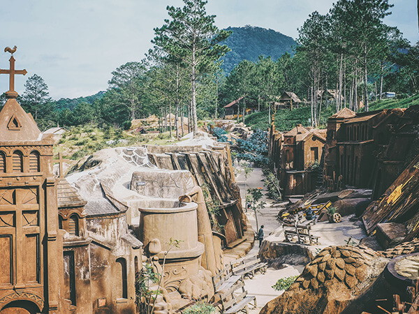 Clay tunnel Dalat is also known as sculpture tunnel