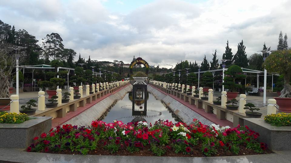 Dalat flower park is located around the North bank of Xuan Huong Lake