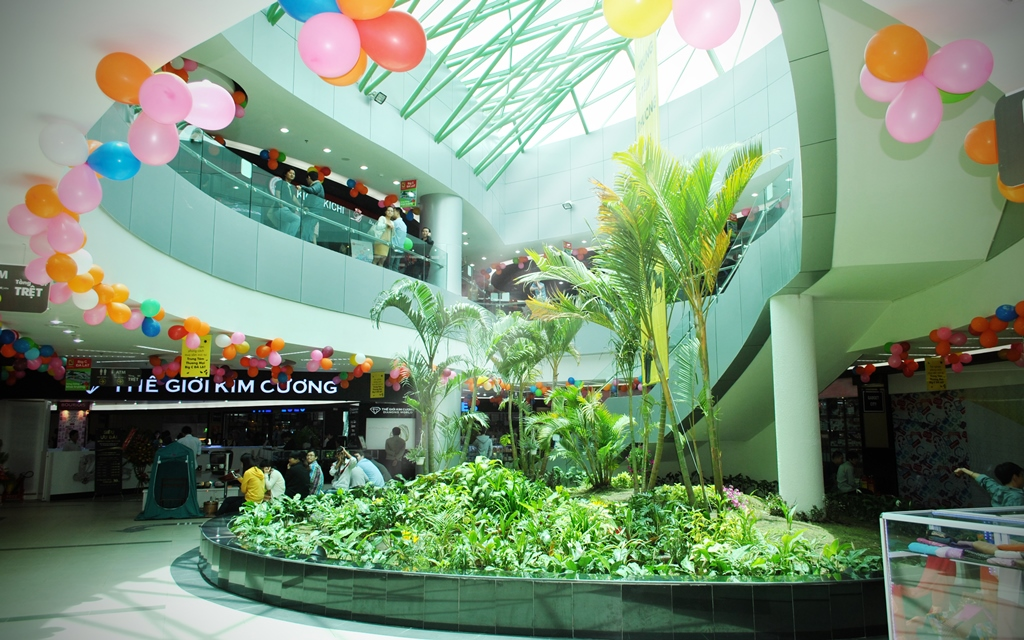 It is the largest trade and shopping center in Dalat city