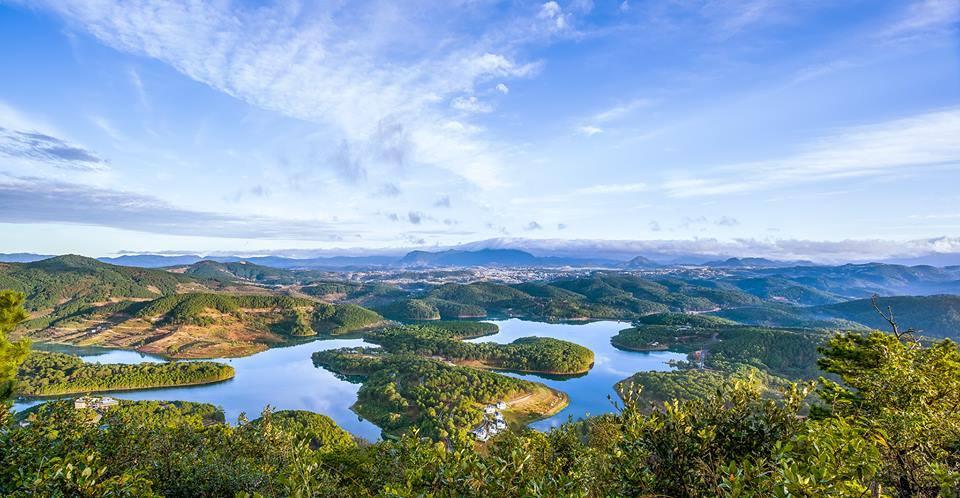Tuyen Lam lake landscape