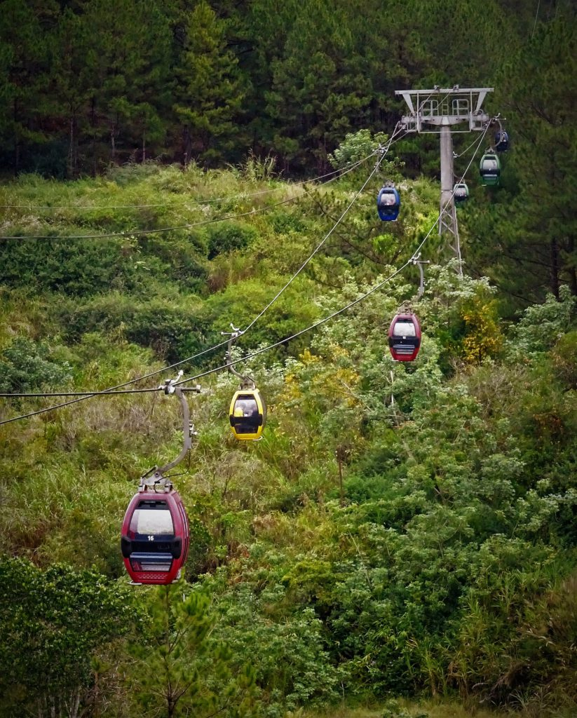 The cable car system conects Robin hill and Truc Lam temple